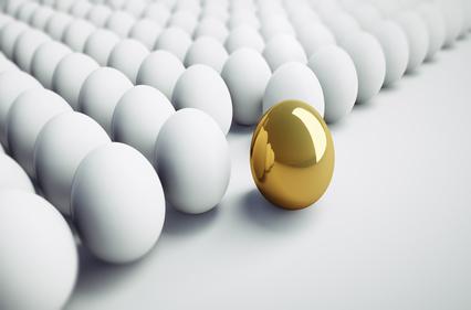 Goldenes Ei auffallen