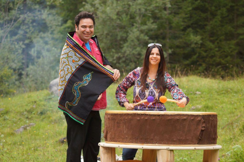 Gerardo und Carmen Laempe an der PachaMama Trommel