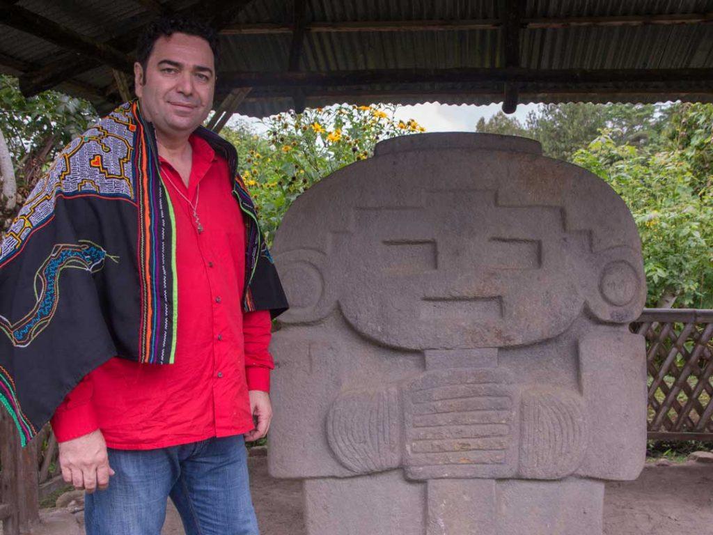 Chaman Don Gerardo Laempe in Quebradillas, La Mascara Statue km 11, San Agustin Huila, Kolumbien.